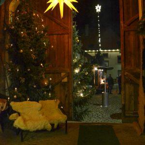 gemütlicher Saal für Weihnachtsfeier